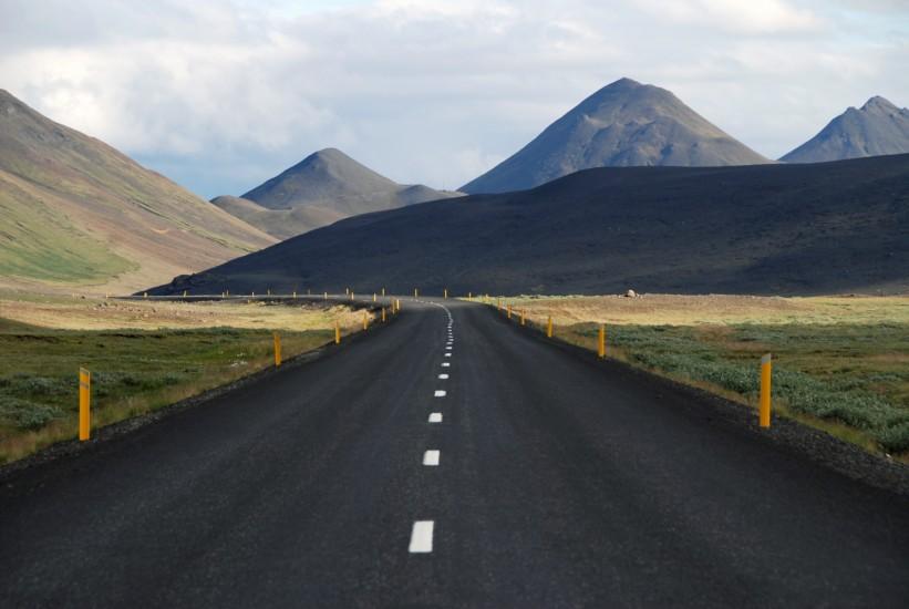 curve-hills-mountains-4033-821x550