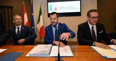 """Salvini: """"800 morti su coscienza scafisti e buonisti"""""""