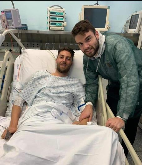 Calcio: Beretta fa visita a Scavone in ospedale